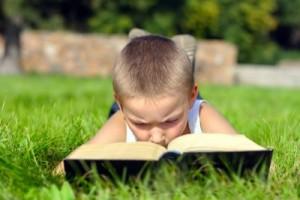 Kitap Okumayı Seven Çocuklar